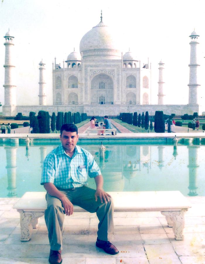Deepak at Taj Mahal